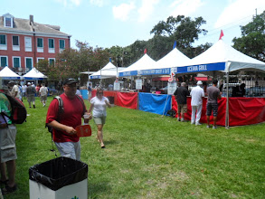 Photo: It gets more crowded later in the day. There are vegetarian and gluten-free choices.