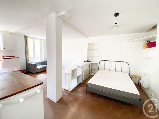 Location studio meublé 33,13 m2