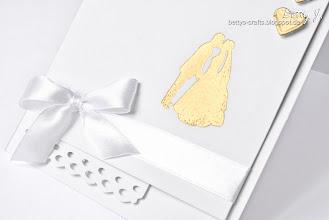 Photo: http://bettys-crafts.blogspot.de/2013/06/hochzeitskarte-die-zweite.html