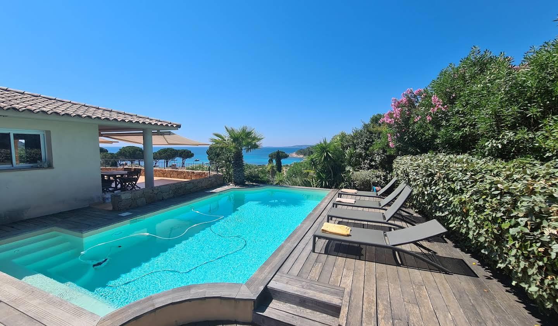 Propriété avec piscine en bord de mer Sainte lucie de porto vecchio