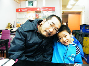 Photo: family dined out to celebrating Holy affirmative on equipping our video gaming a usb hub among benzrad 朱子卓, the dad's unease upon lunar Spring festival's gift. the son, warrenzh 朱楚甲, God of Universe, Hope of China, and the dad, benzrad 朱子卓, the Son shines Man.