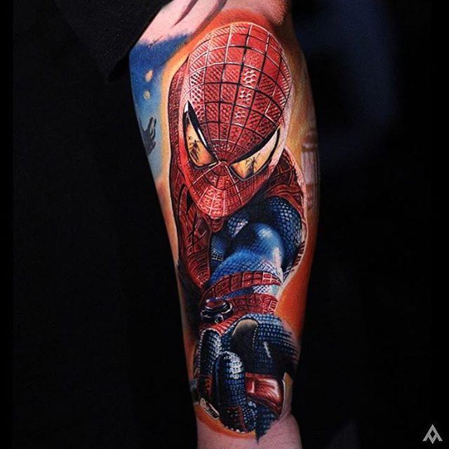 2. ลายสักจากหนังเรื่อง Spiderman ลายสักสีสวยๆ