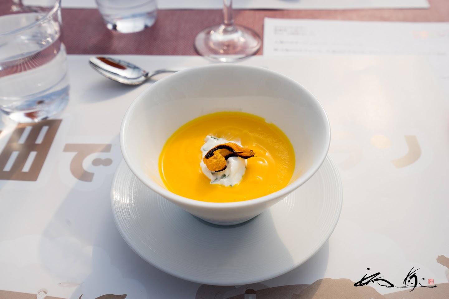 人参のポタージュスープ、リコッタチーズ