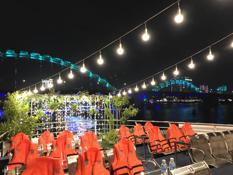 Trải nghiệm cảnh Đà Nẵng về đêm đầy thơ mộng trên dòng sông Hàn