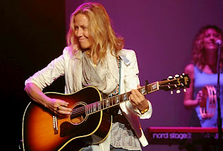 Photo: Sheryl Crow performs during the dress rehearsal for the annual Macy's Glamorama at the State Theatre in Minneapolis Friday August 2, 2013 (Pioneer Press: Jean Pieri)