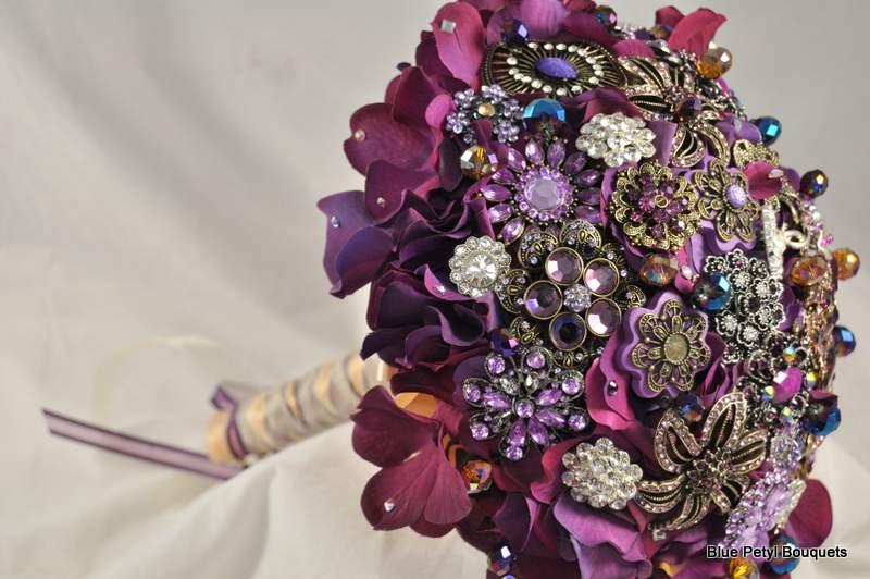 Photo: Plum Hydrangea Brooch Bouquet www.bluepetyl.com