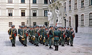 Photo: 18 mei. Wenen. Hofburg. Aflossing van de wacht.