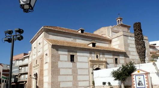 Acusan a una parroquia de Adra de fomentar terapias de reconversión sexual