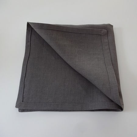Mörkgrå servett i linne