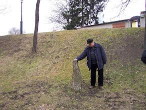 Photo: Koho by napadlo, že na Vyšehradě najde pravěký menhir?