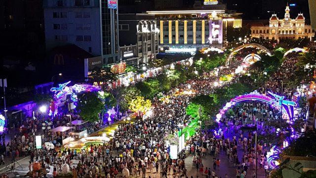 Phố đi bộ Nguyễn Huệ là địa điểm mọi người thường tìm đến mỗi dịp Tết Nguyên Đán