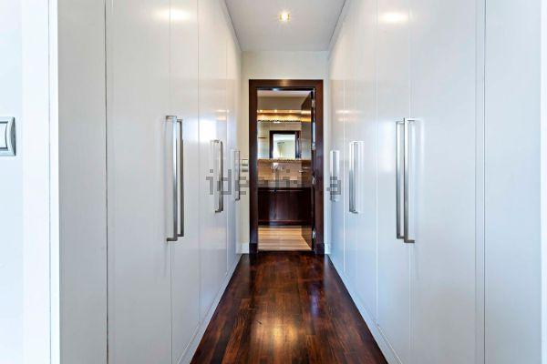 Uno de los pasillos de la casa. Foto de Idealista.