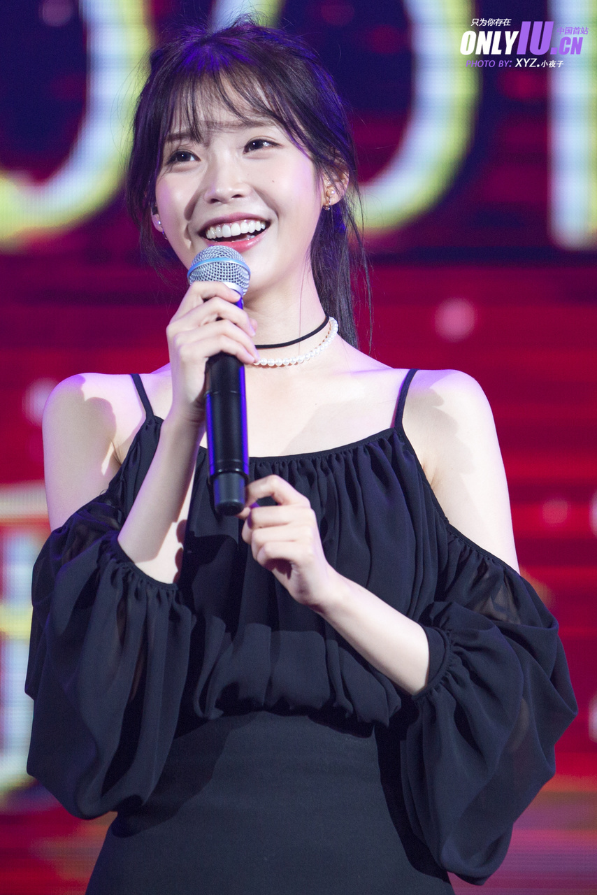 iu black dress 32