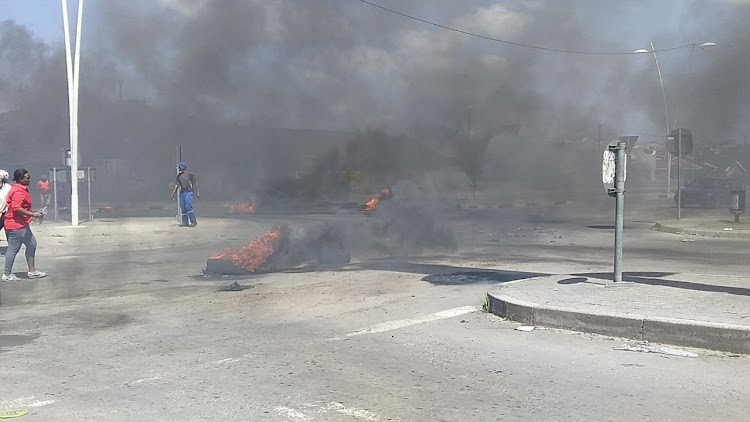 Roads were blocked by burning tyres in NU6, Mdantsane on Thursday by protesting BCM workers
