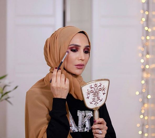 Резултат с изображение за HIJAB-WEARING L'OREAL Model