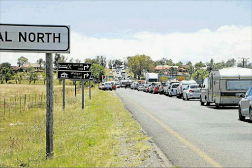 DEAD STOP: Hundreds of vehicles heading to the province through the N6 freeway passing Aliwal North were yesterday left stranded for hours as a result of an ongoing service delivery protest in the area which left commuters and motorists alike fuming as a result of delays in getting to their destinations