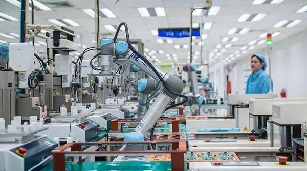 Tự động hóa công nghiệp cho phép nhà máy vận hành 24/24,7/7 và 365 ngày/năm, giúp nâng cao năng suất sản xuất đáng kể