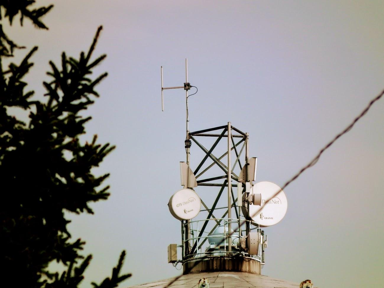 Kisújszállás/víztorony - helyi URH-FM adóállomás