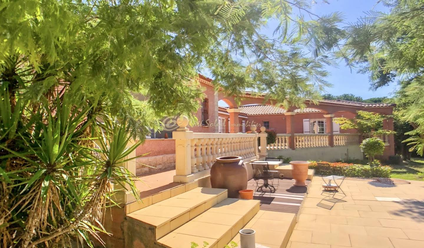 Villa with pool and terrace Vers-Pont-du-Gard