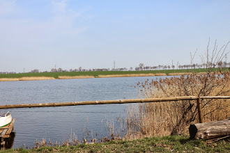 Photo: Po drugiej stronie drogi jeziorko
