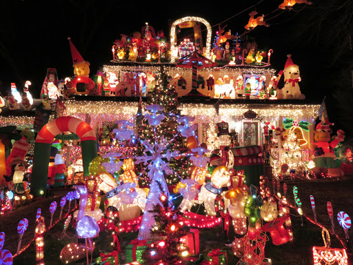 Christmas Light Fight.Festive Decorating On Steroids The Great Christmas Light