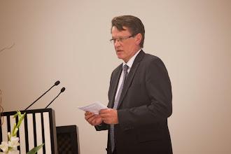 Photo: Suomen valtion kunnianosoitus F. E. Sillanpäälle hänen juhlavuonnaan on F. E. Sillanpää -juhlaraha. Rahasta kertoi Rahapajan toimitusjohtaja Paul Gustafsson.
