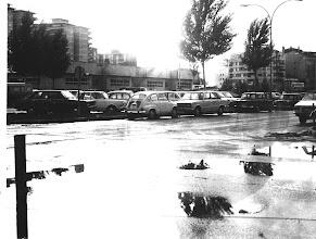 Photo: Campolongo, colexio. Os seat 600 e os sinca 1000 eran dos coches que máis abundaban.