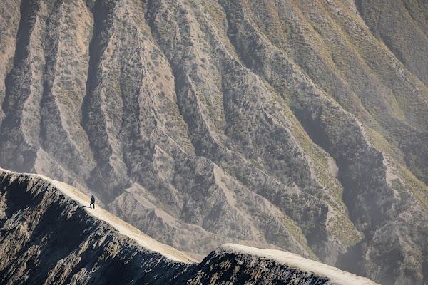 On the edge of Bromo di Marco Tagliarino