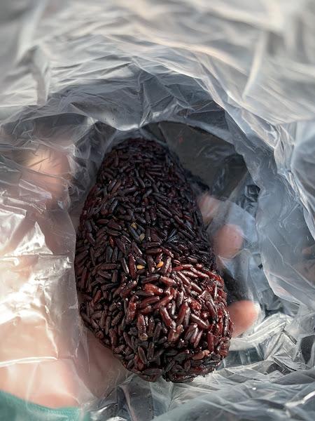 真是Q彈有勁的紫米飯糰(真材實料)。如果可以增加「滷蛋」這個選項,那就百分之百的完美了。