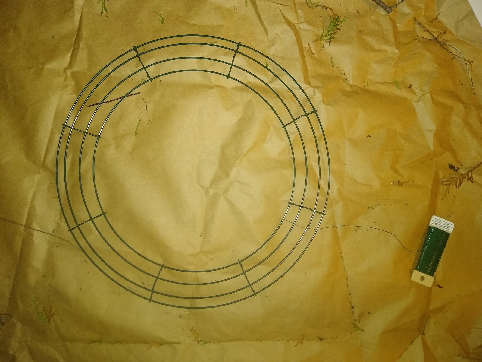 wreath form and paddle wire