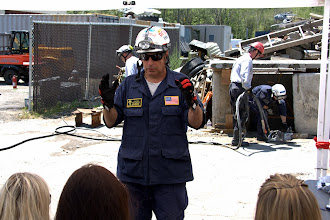 Photo: Squad Officer Cagno describes the work and capabilities of the Rescue Squads