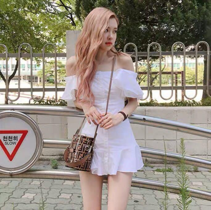 blackpink_rose_off_shoulder_mermaid_dress_1556160469_fc9cfe99_progressive
