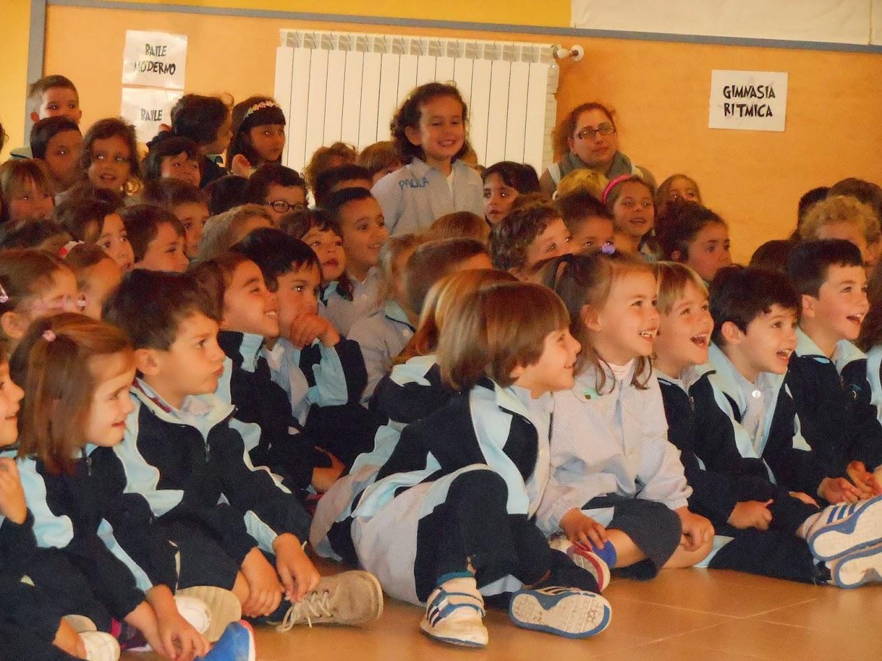 niños-espectadores-colegio-riendo-magia-madrid