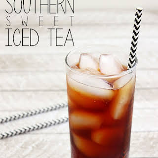 Perfect Southern Sweet Iced Tea {Never Bitter}.