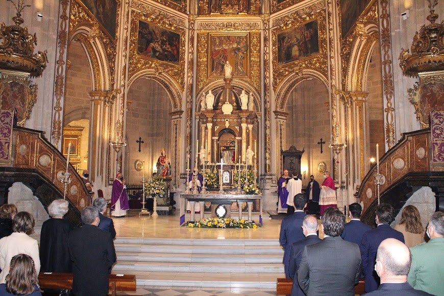 Altar Mayor de la Catedral de la Encarnación durante la celebración eucarística.