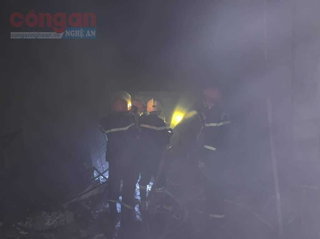 Lực lượng chữa cháy khống đế đám cháy