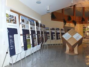 Photo: Klima-Holzwürfel und Ausstellungstafeln