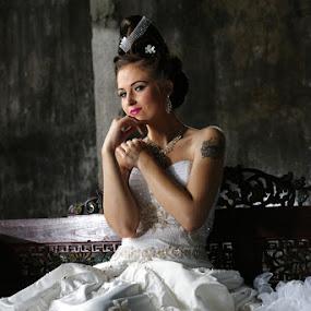 by AUGGIE Resta Cat - Wedding Bride