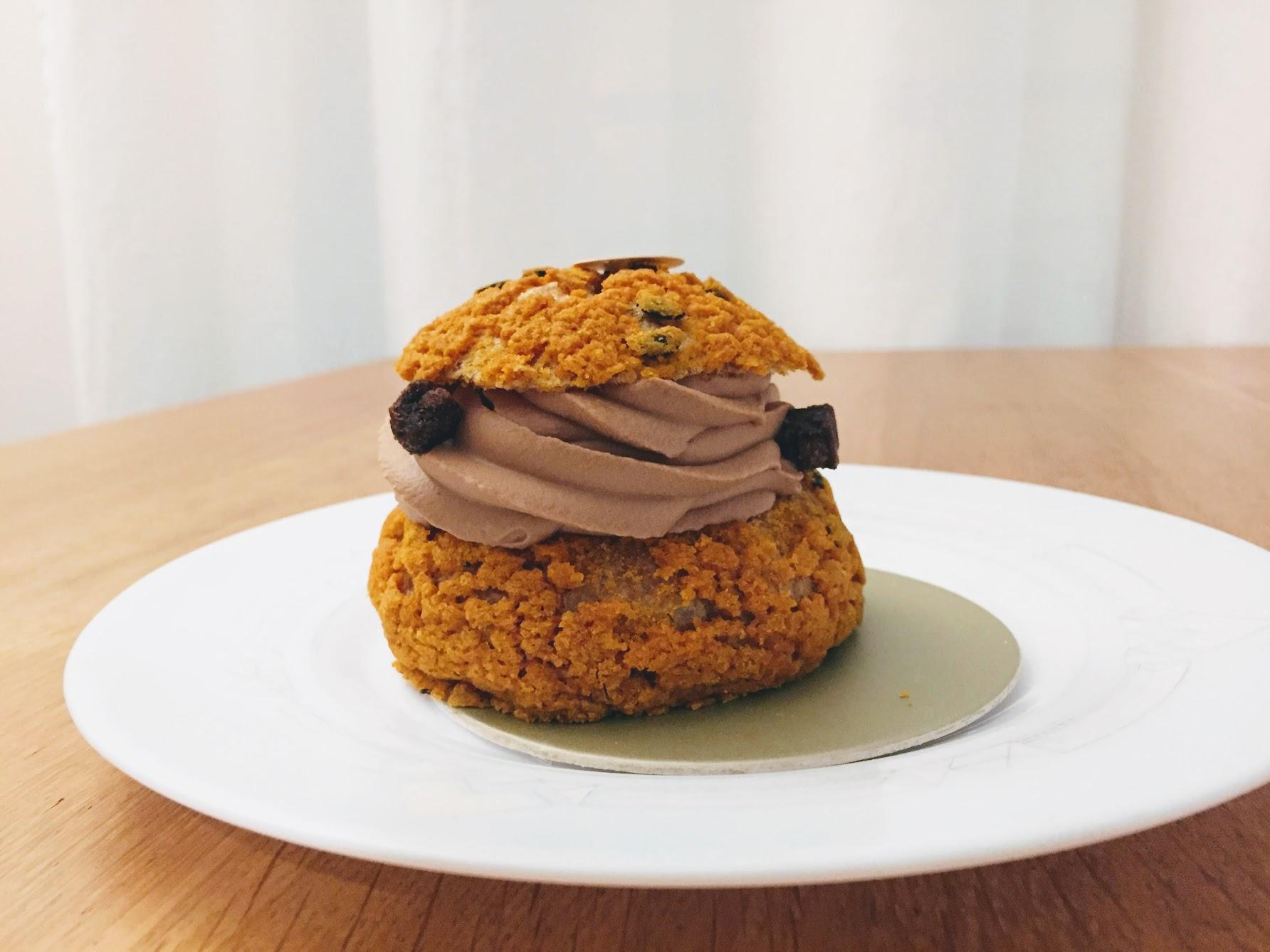 ピエールエルメ CHOU SATINE CHOCOLAT チョコとパッションのシュークリーム