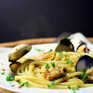 Linguine with Fresh Clams in a Viogner and Garlic Pepper Sauce