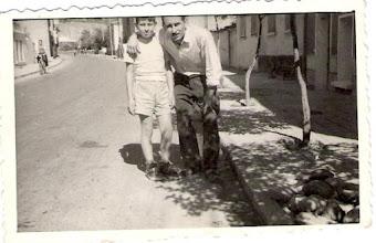 Photo: Zübeyde Hanım Caddesi(1960)...Fikret bakkal ve oğlu Tahsin...