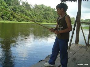 Photo: Santiago, owner's son fishing in the port / Santiago, el hijo de los dueños pescando en el puerto
