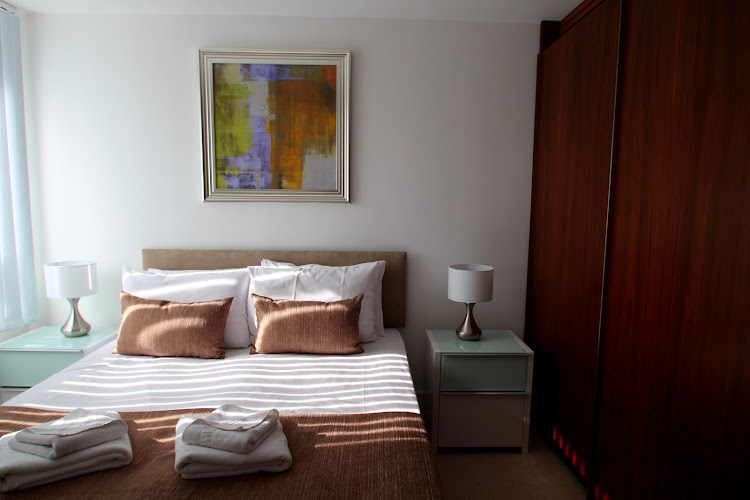 Luxury bedroom at Lincoln Plaza Serviced Apartments, Canary Wharf, Canary Wharf