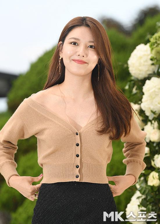 sooyoung deep v neck 6
