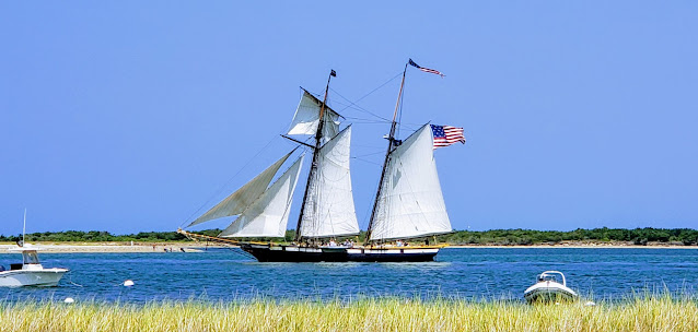 The Lynx leaving the harbor in Nantucket