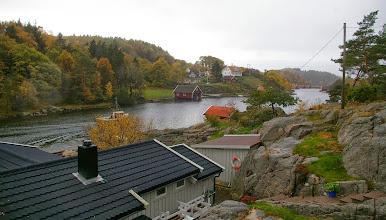 Photo: Unten ist die Sommerhytte zu sehen wo Papa, Opa und Gudrun im Sommer 2011 gewohnt haben ...