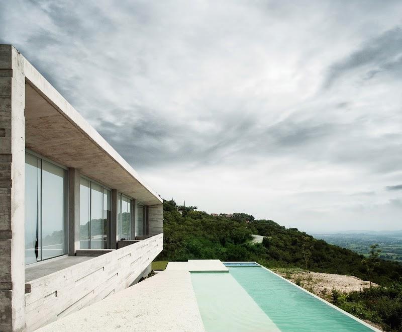 Casa Widescreen - R Zero Studio