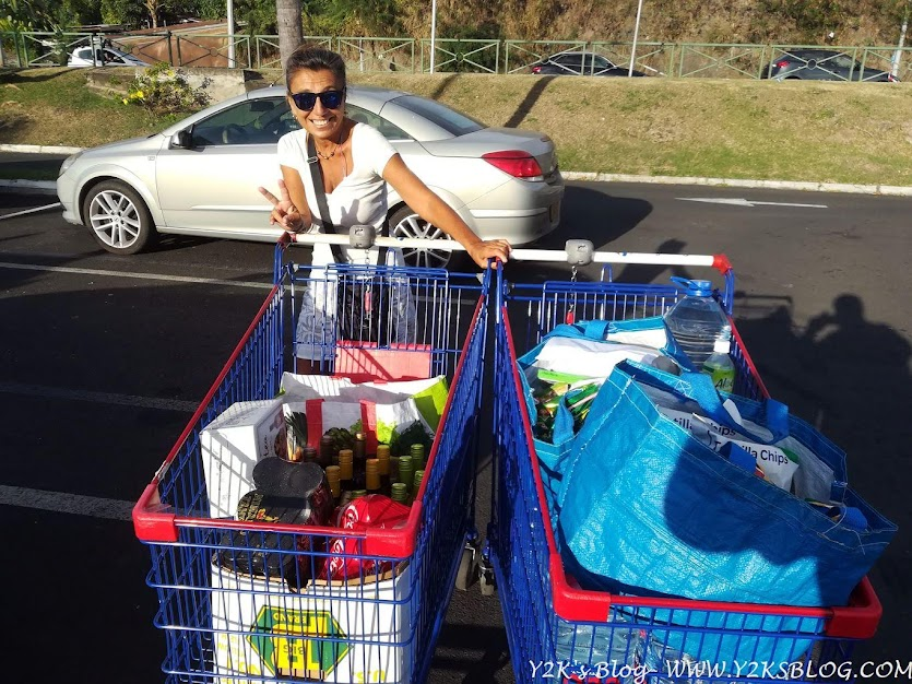 Secondo giro di spesona al Carrefour prima della partenza per le Tuamotu