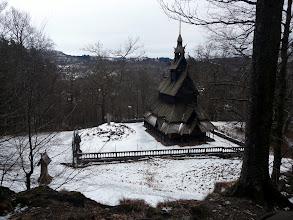Photo: l'église en bois de Fantoft