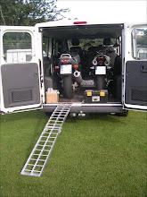 Photo: Tragkraft für Motorräder bis 300 kg. Ausgeklappt 226 cm. Geringe Steigung. Einfaches Be- und Entladen. MotoMove Auffahrschiene gebogen klappbar.